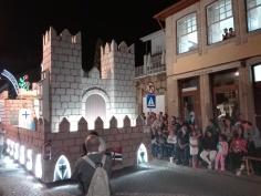 """Abertura do desfile da Marcha Gualteriana 2017 com o """"Carro Cidade"""", em homenagem a Guimarães e aos Vimaranenses."""